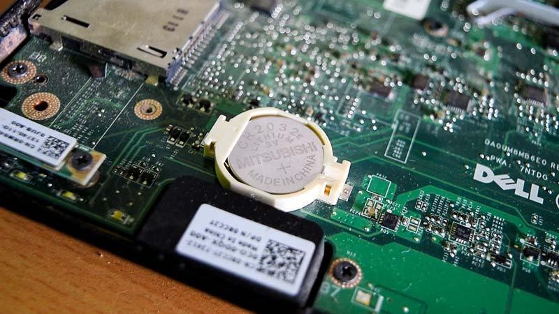 Батарейка CMOS на материнской плате