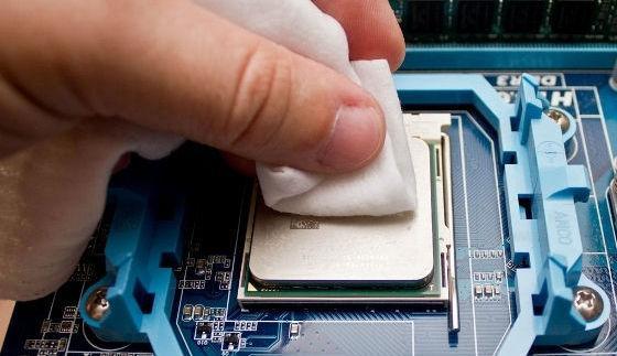 Удаление старого слоя термопасты с процессора