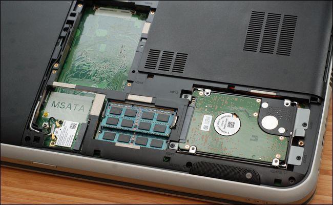Пространство под жесткие диски и оперативную память в корпусе