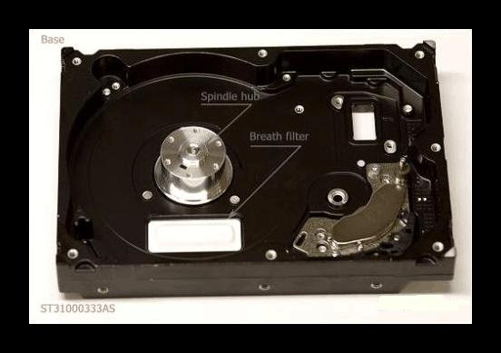 Многослойный фильтр внутри корпуса жёсткого диска