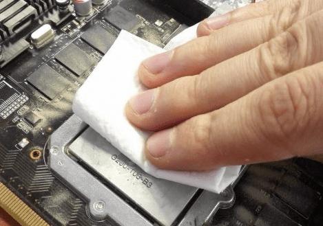 Удаление старой термопасты с видеокарты