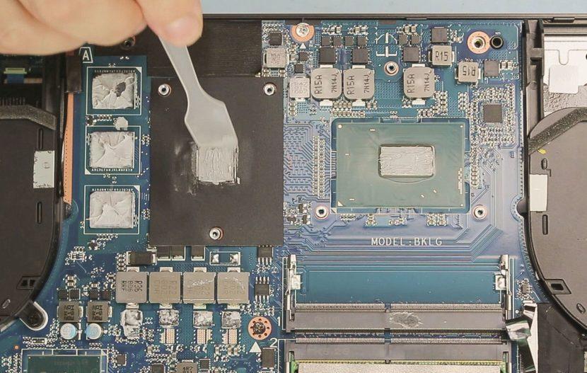 Процесс распределения пасты по поверхности чипа