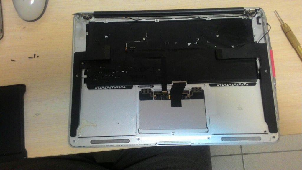 Macbook в разобранном виде