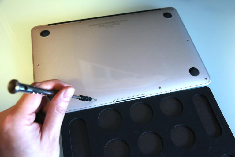 Днище ноутбука MacBook Pro