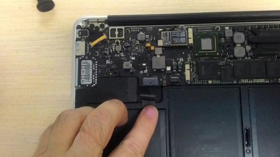 Шлейф аккумуляторной батареи Apple MacBook
