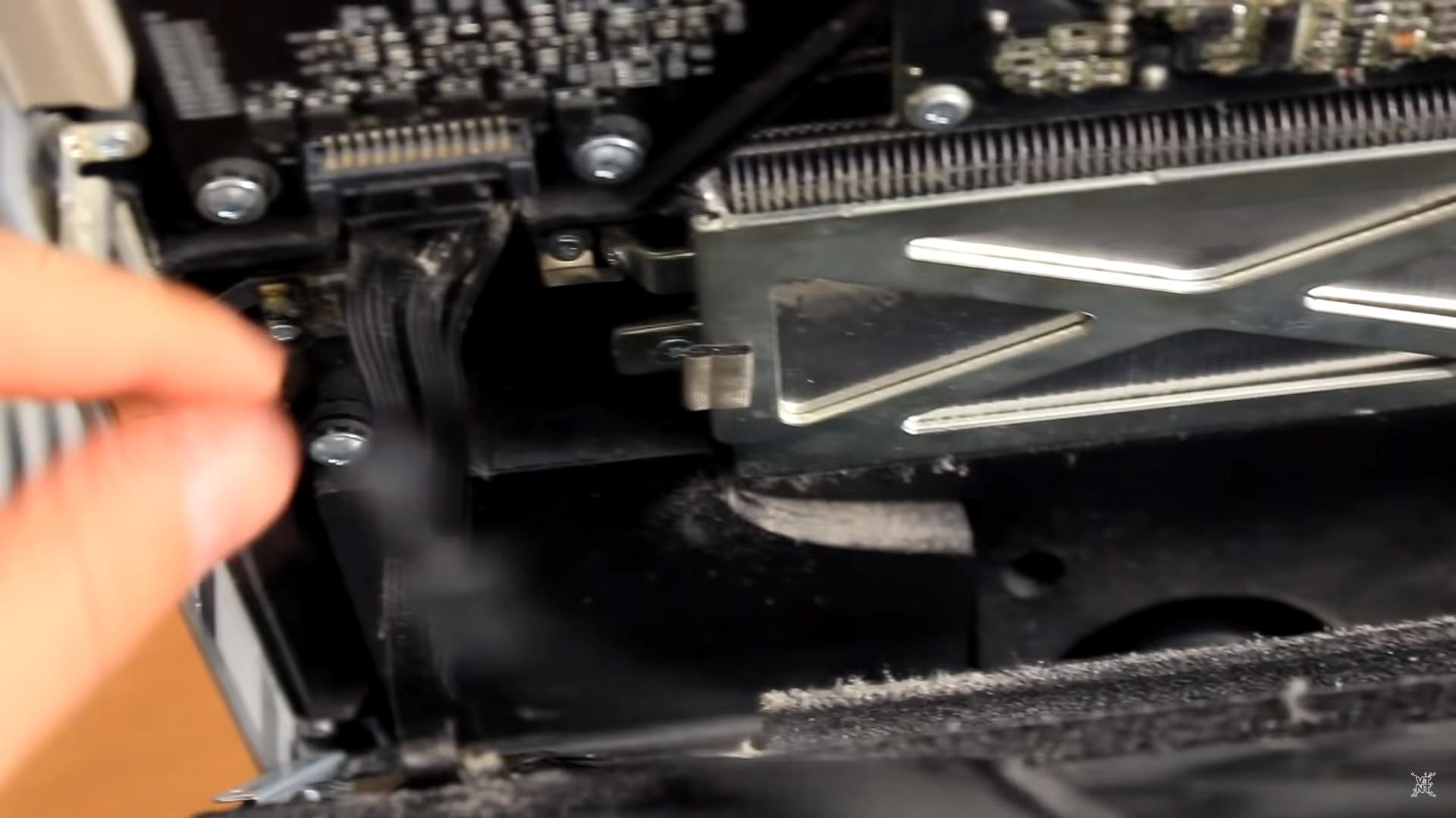 Крепление дисплея в iMac